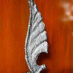 der ausgeliehene Flügel des Schutzengels, der schutzgewährende Flügel, Patrick Thür