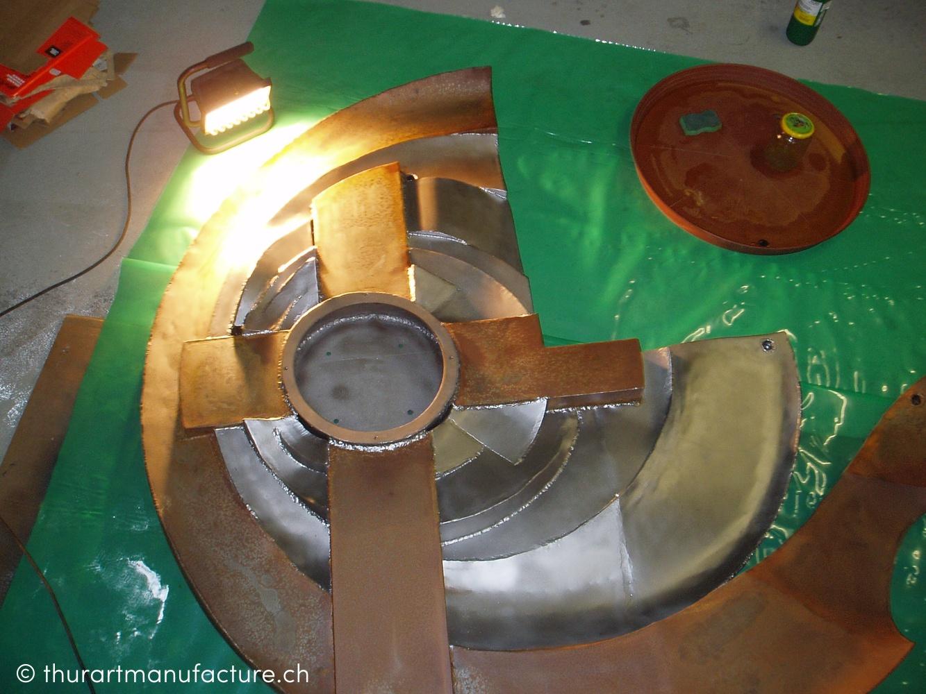 Katholisches Pfarramt Tann-Rüti, Eingangshalle und Empfang, Metallbildplastik, 2005